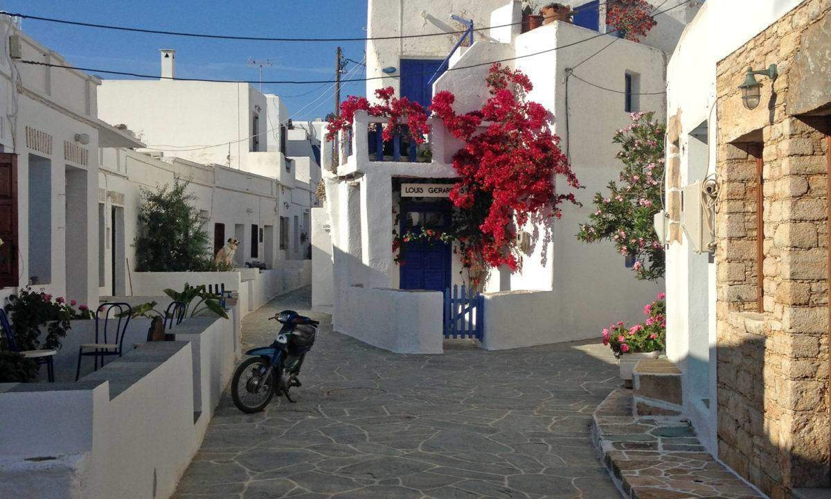 A street in the main village on Folegandros.
