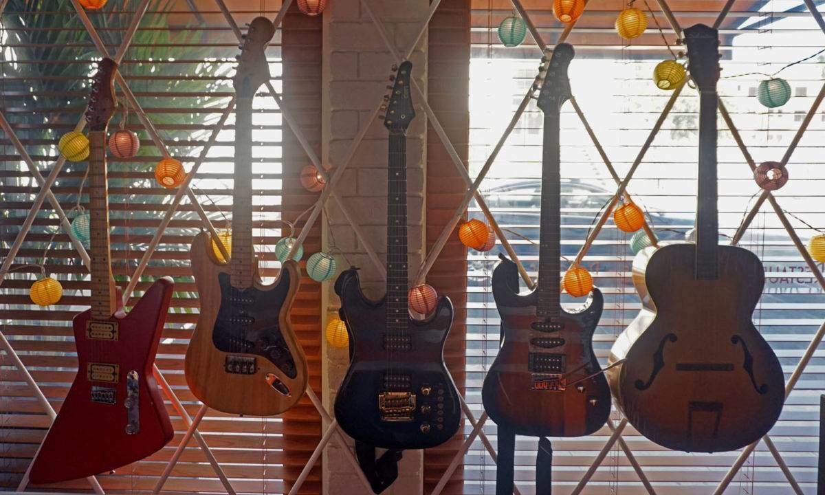 Mama Shelter Guitars