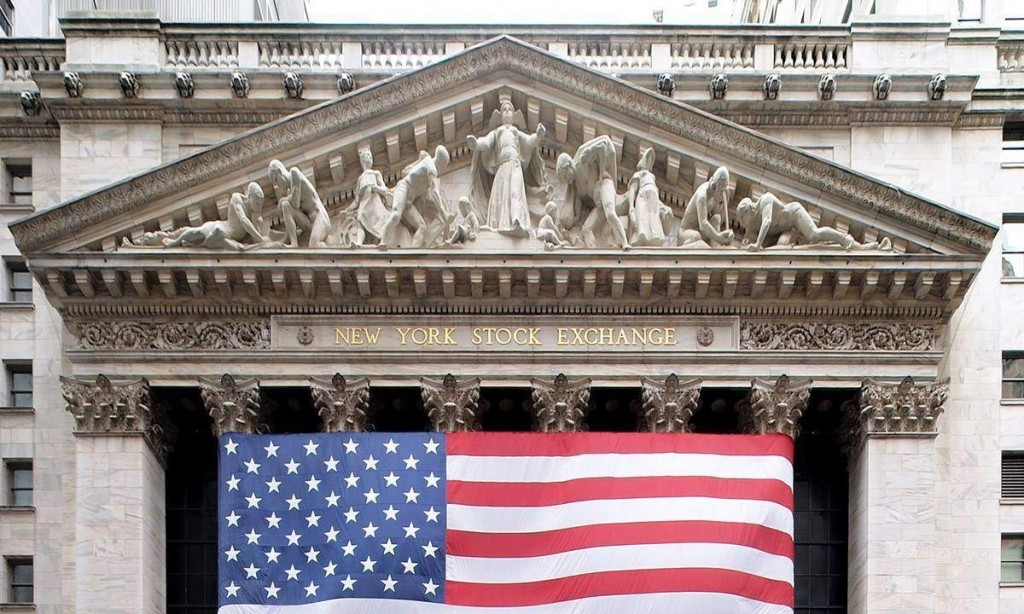 The New York Stock Exchange on Wall Street. Photo credit By Arnoldius - Own work, CC BY-SA 3.0