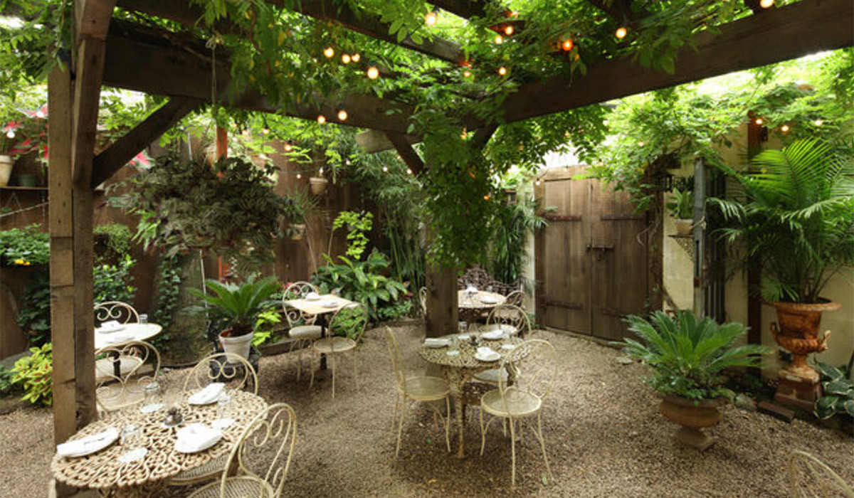 The 5 best restaurant gardens in brooklyn flung for Maison primareve